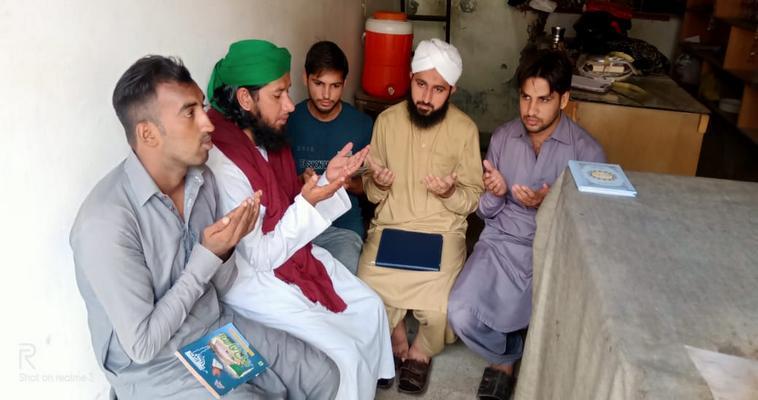رکنِ مجلس  نے گرین ٹاؤن لاہور میں لگنے والے ایک مدرسۃ المدینہ بالغان میں شرکت کی